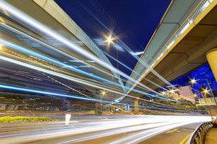 busy traffic nightの写真素材 [FYI00767290]