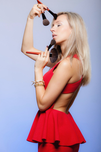 beauty procedures,woman holds make-up brushes near face.の写真素材 [FYI00767324]