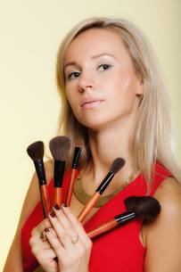 beauty procedures,woman holds make-up brushes near face.の写真素材 [FYI00767331]