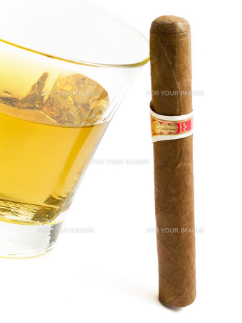 Cigar and whiskey,Cigar and whiskey,Cigar and whiskey,Cigar and whiskeyの素材 [FYI00767415]