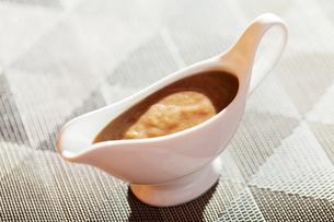 Mushroom sauce in gravy boat,Mushroom sauce in gravy boat,Mushroom sauce in gravy boat,Mushroom sauce in gravy boatの写真素材 [FYI00767439]