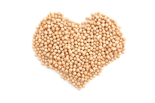 Dried chick peas in a heart shapeの写真素材 [FYI00767557]