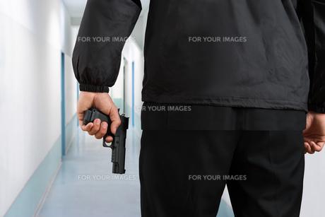 Security Guard Hands With Pistolの写真素材 [FYI00767569]