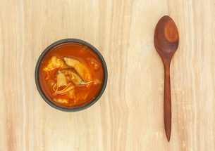 Spicy sour soup vegetable on wooden backgroundの写真素材 [FYI00767717]