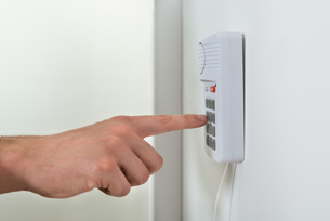 Person Hand Pressing Button On Security Systemの写真素材 [FYI00767860]