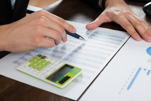 Businessperson Working With Accounting Documentの写真素材 [FYI00767869]