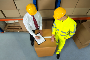 Warehouse Manager Checking Inventory In Warehouseの写真素材 [FYI00768146]