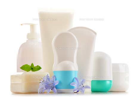 Composition with containers of body care and beauty productsの写真素材 [FYI00768410]