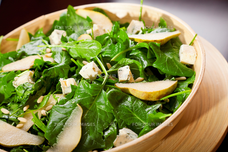 Fresh spinach salad with blue cheese, pears and honey,Fresh spinach salad with blue cheese, pears and honey,Fresh spinach salad with blue cheese, pears and honey,Fresh spinach salad with blue cheese, pears and honeyの素材 [FYI00768441]