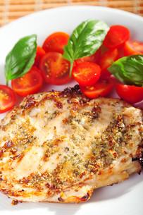 Grilled chicken breasts,Grilled chicken breasts,Grilled chicken breasts,Grilled chicken breastsの素材 [FYI00768453]