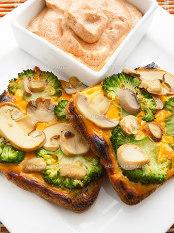Toasts with broccoli and mushrooms,Toasts with broccoli and mushrooms,Toasts with broccoli and mushrooms,Toasts with broccoli and mushrooms,Toasts with broccoli and mushrooms,Toasts with broccoli and mushrooms,Toasts with broccoli and mushrooms,Toasts witの素材 [FYI00768456]