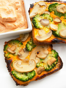 Toasts with broccoli and mushrooms,Toasts with broccoli and mushrooms,Toasts with broccoli and mushrooms,Toasts with broccoli and mushrooms,Toasts with broccoli and mushrooms,Toasts with broccoli and mushrooms,Toasts with broccoli and mushrooms,Toasts witの素材 [FYI00768457]