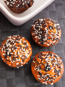 Cupcakes with chocolate frosting,Cupcakes with chocolate frostingの写真素材 [FYI00768461]