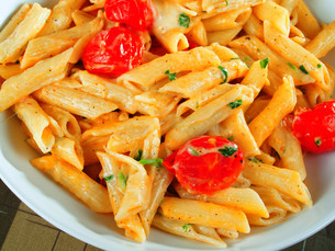 Penne with cherry tomatoesの写真素材 [FYI00768474]