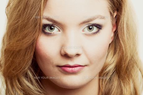 beauty makeup woman face with long blond hairの写真素材 [FYI00768686]