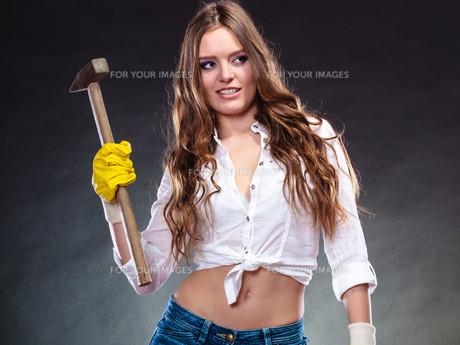 sexy alluring woman holding hammer. feminism.の素材 [FYI00768828]