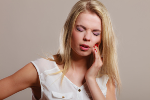 toothache. woman suffering from tooth painの素材 [FYI00768845]