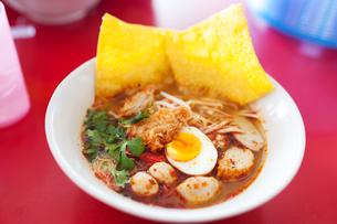 Pork noodle tom yum, condensed water eggの写真素材 [FYI00768898]