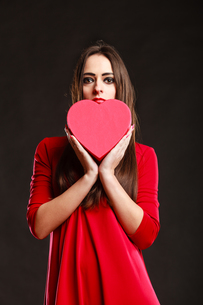 girl in red holding heart box.の素材 [FYI00768923]