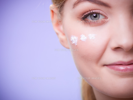 skincare. face of young woman girl taking care of dry skin.の写真素材 [FYI00768990]