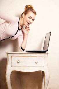 businesswoman working on computer laptopの写真素材 [FYI00769026]