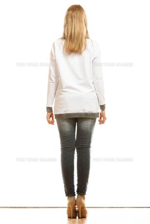 woman in denim pants high heels shoes back viewの素材 [FYI00769070]