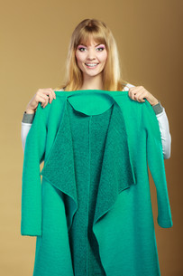 fashionable woman showing green coatの写真素材 [FYI00769116]