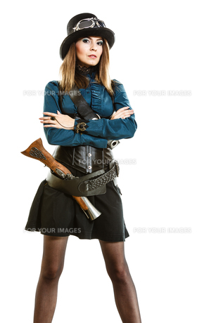 steampunk woman with gun studio shot.の素材 [FYI00769193]