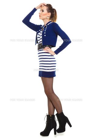 fashion photo of young woman in full length. girl posing.の素材 [FYI00769194]