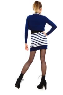 fashion photo of young woman in full length. girl posing.の素材 [FYI00769202]