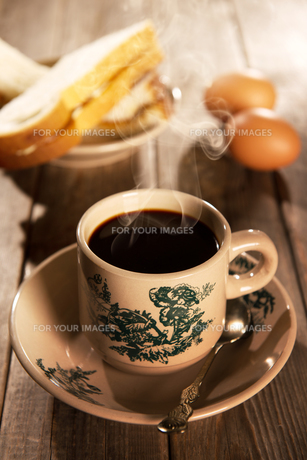 Traditional oriental Chinese coffee and breakfastの写真素材 [FYI00769260]