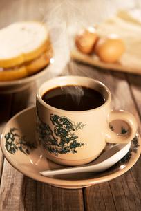 Traditional oriental Hainan coffee and breakfastの写真素材 [FYI00769263]