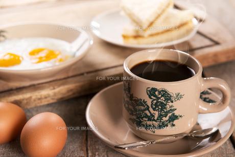 Malaysian Chinese coffee and breakfastの写真素材 [FYI00769265]