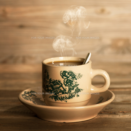 Steaming traditional oriental Chinese coffee in vintage mug and saucerの写真素材 [FYI00769318]