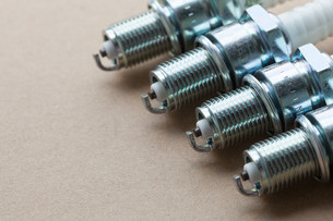 auto service. set of spark plugs as spare part of the car.の写真素材 [FYI00769372]