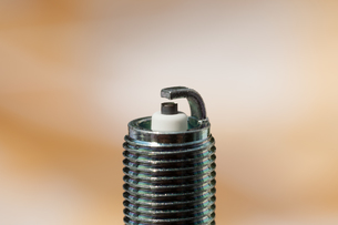 auto service. new spark plug as spare part of the car.の写真素材 [FYI00769386]