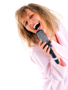 Woman singing with hairbrush,Woman singing with hairbrush,Woman singing with hairbrush,Woman singing with hairbrushの写真素材 [FYI00769706]