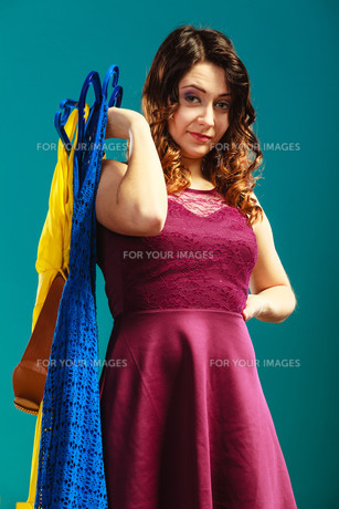 customer woman holding hangers with clothesの写真素材 [FYI00769832]