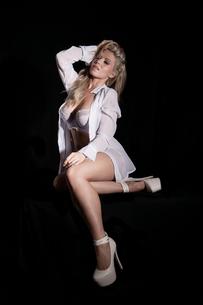 sensual blonde womanの素材 [FYI00770076]