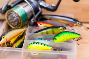 closeup fishing baits wobblers in boxの写真素材 [FYI00770134]