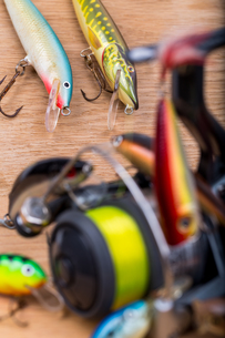 closeup fishing baits wobblers with reelの写真素材 [FYI00770148]