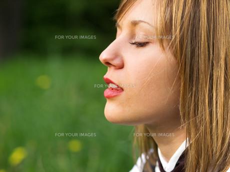 Teenage girl outdoors,Teenage girl outdoors,Teenage girl outdoors,Teenage girl outdoorsの写真素材 [FYI00770256]