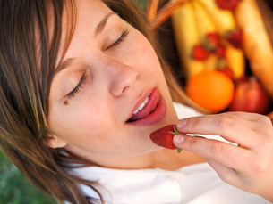 Woman eating strawberry outdoors,Woman eating strawberry outdoors,Woman eating strawberry outdoors,Woman eating strawberry outdoors,Woman eating strawberry outdoors,Woman eating strawberry outdoors,Woman eating strawberry outdoors,Woman eating strawberryの素材 [FYI00770266]