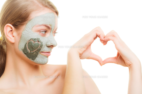 skin care. woman in clay mud mask on face. beauty.の写真素材 [FYI00770444]