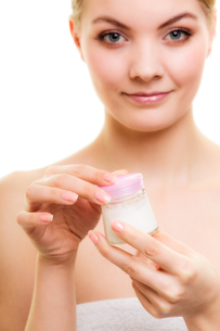 skin care. girl applying moisturizing cream.の写真素材 [FYI00770501]