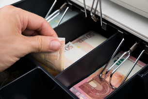 Person Hands With Banknote In Cash Registerの写真素材 [FYI00770569]
