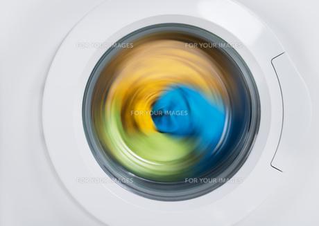 Washing Machine Door With Clothesの写真素材 [FYI00770579]