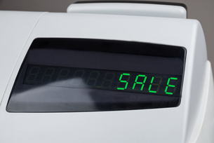 Cash Register With The Word Sale On The Displayの写真素材 [FYI00770600]