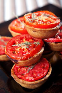 Mini quiches with cheese and tomato,Mini quiches with cheese and tomato,Mini quiches with cheese and tomato,Mini quiches with cheese and tomatoの写真素材 [FYI00771022]