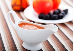 Tomato sauce with olives,Tomato sauce with olives,Tomato sauce with olives,Tomato sauce with olivesの写真素材 [FYI00771052]